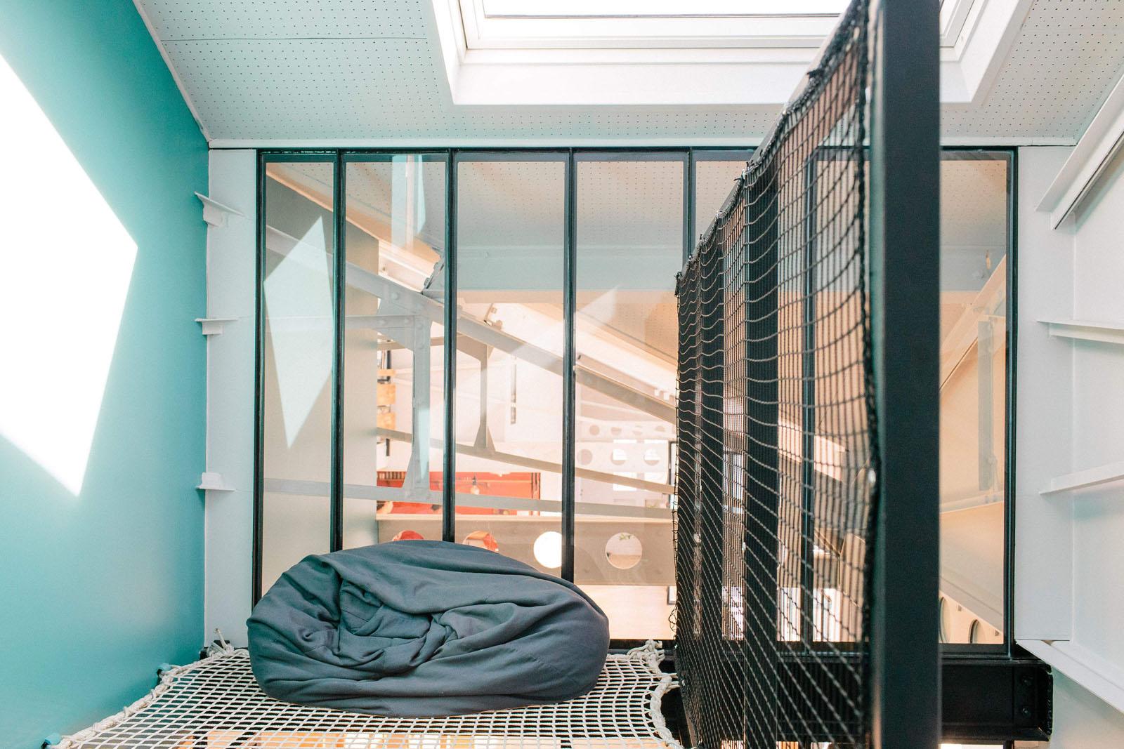 Aménagement d'un loft et installation de verrière pour une pièce de lecture et ou d'enfant.