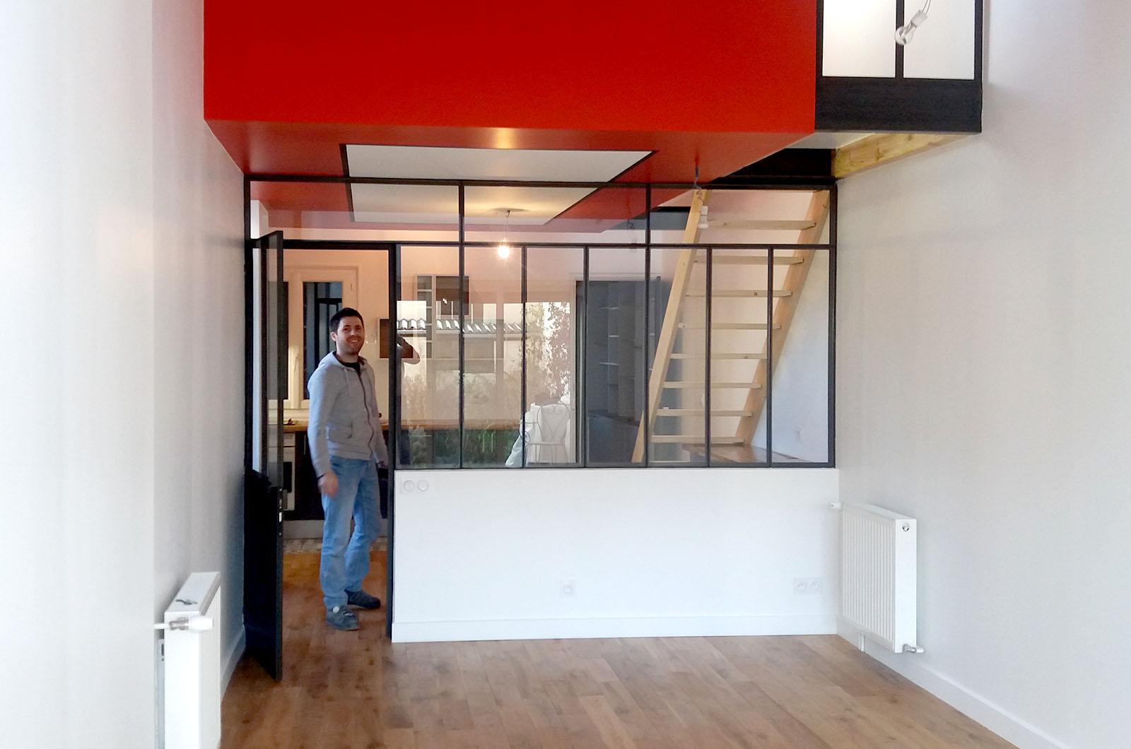agrandir l'espace création d'une chambre suspendue avec verrière et porte atelier artiste