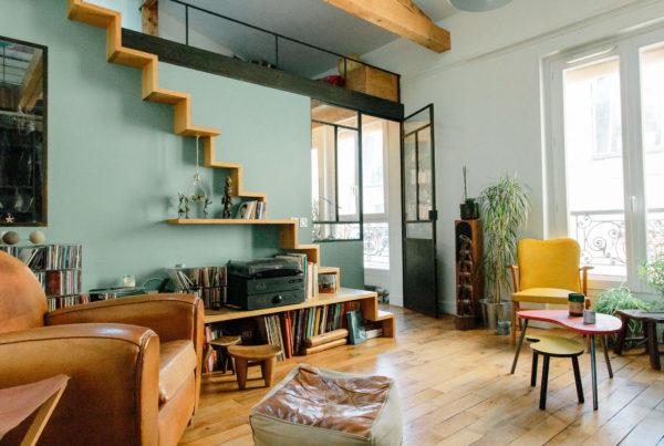 optimisation petit appartement paris escalier mezzanine dans salon