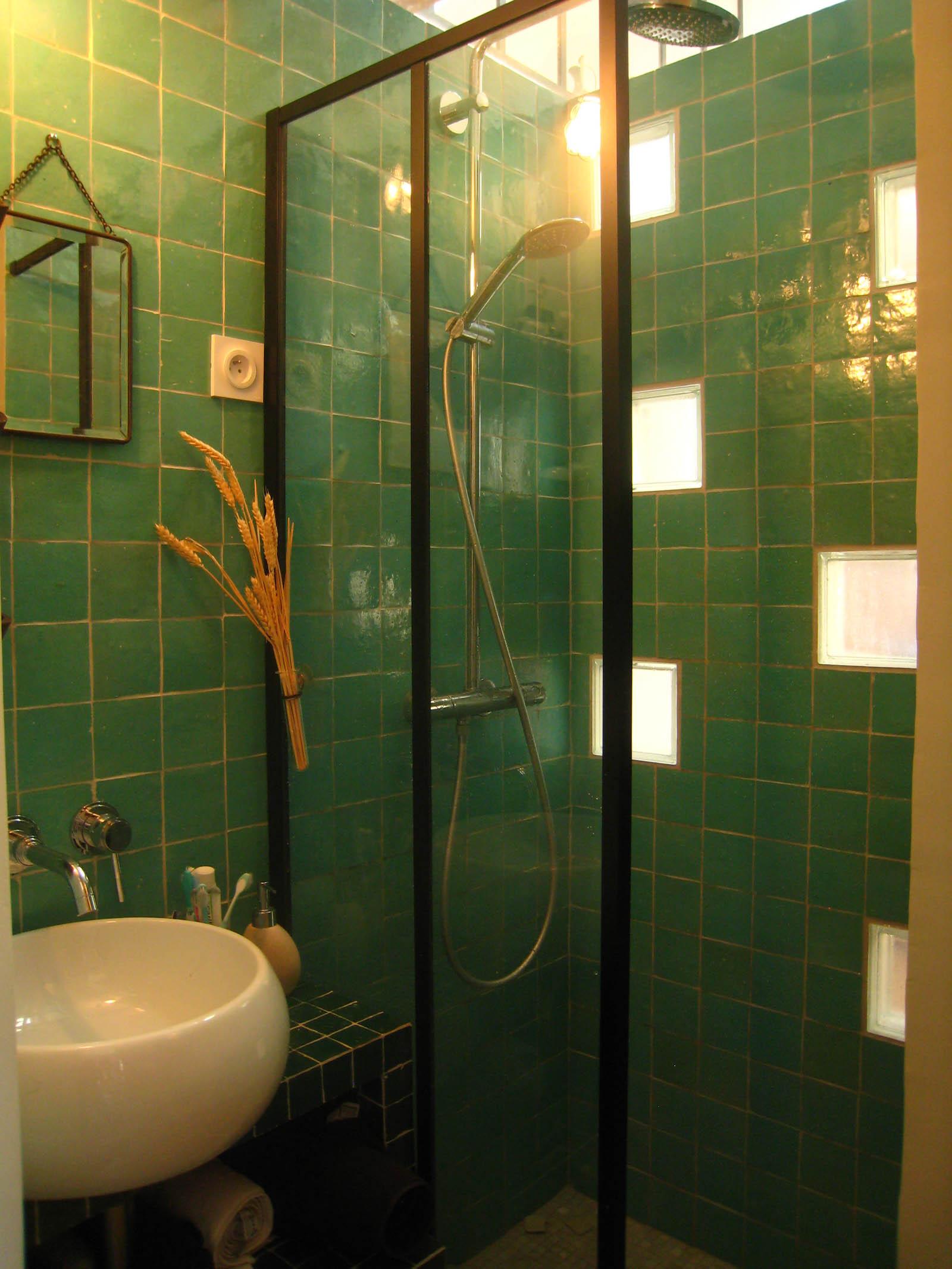 installation, pose et aménagement de salle de bain deco avec verrières luca onesim